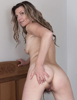 Hairy MILF Pussy Porn Pictures