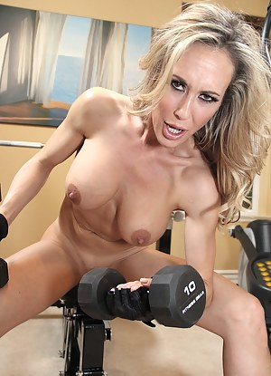 MILF Gym Porn Pictures
