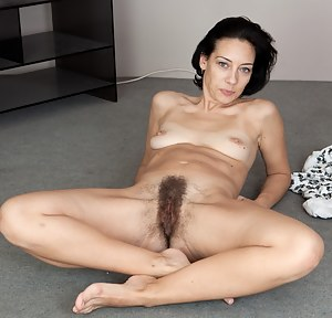 MILF Hairy Pussy Porn Pictures