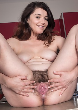 MILF Spread Pussy Porn Pictures